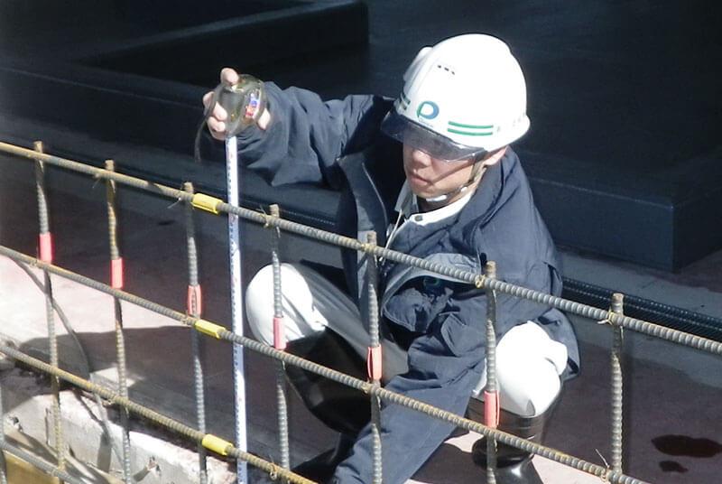 建設現場での作業